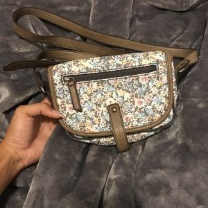 Crossbody flower print purse. In great condition.